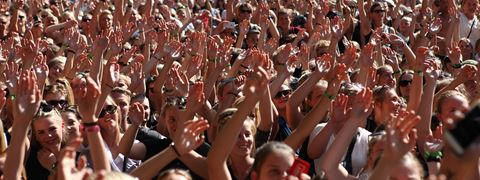 /media/1132/header_crowd.jpg