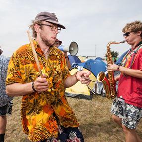 /media/3497/til-artikel-kwe_smukfest_under_stemning_kaerligheden_tir_dans_2017_9oa0gjmpfe.jpg