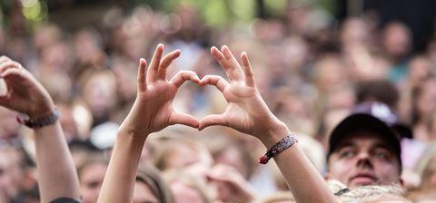 /media/3661/tth_smukfest_under_koncert_boegescenen_loer_burhan_g_2017_jvoi5p7j6n-1.jpg