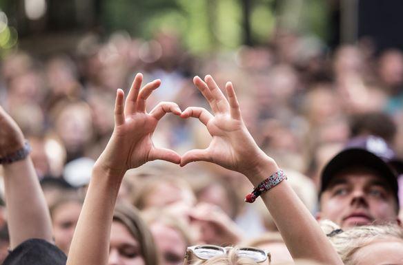 /media/5302/tth_smukfest_under_koncert_boegescenen_loer_burhan_g_2017_jvoi5p7j6n.jpg