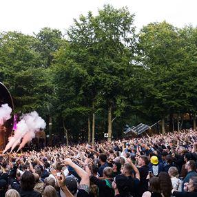 /media/6365/ahe_smukfest_under_koncert_boegescenen_loer_martin_jensen_2017_36q411s5br.jpg